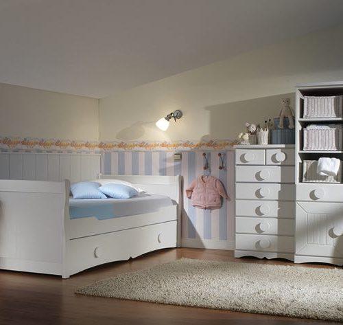 dos camas mesita armario puerta batiente y estantería malaca